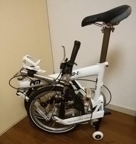 折り畳んだ状態の自転車