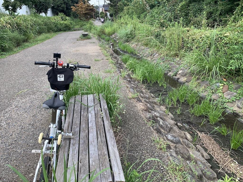 サイクリングロードの脇道