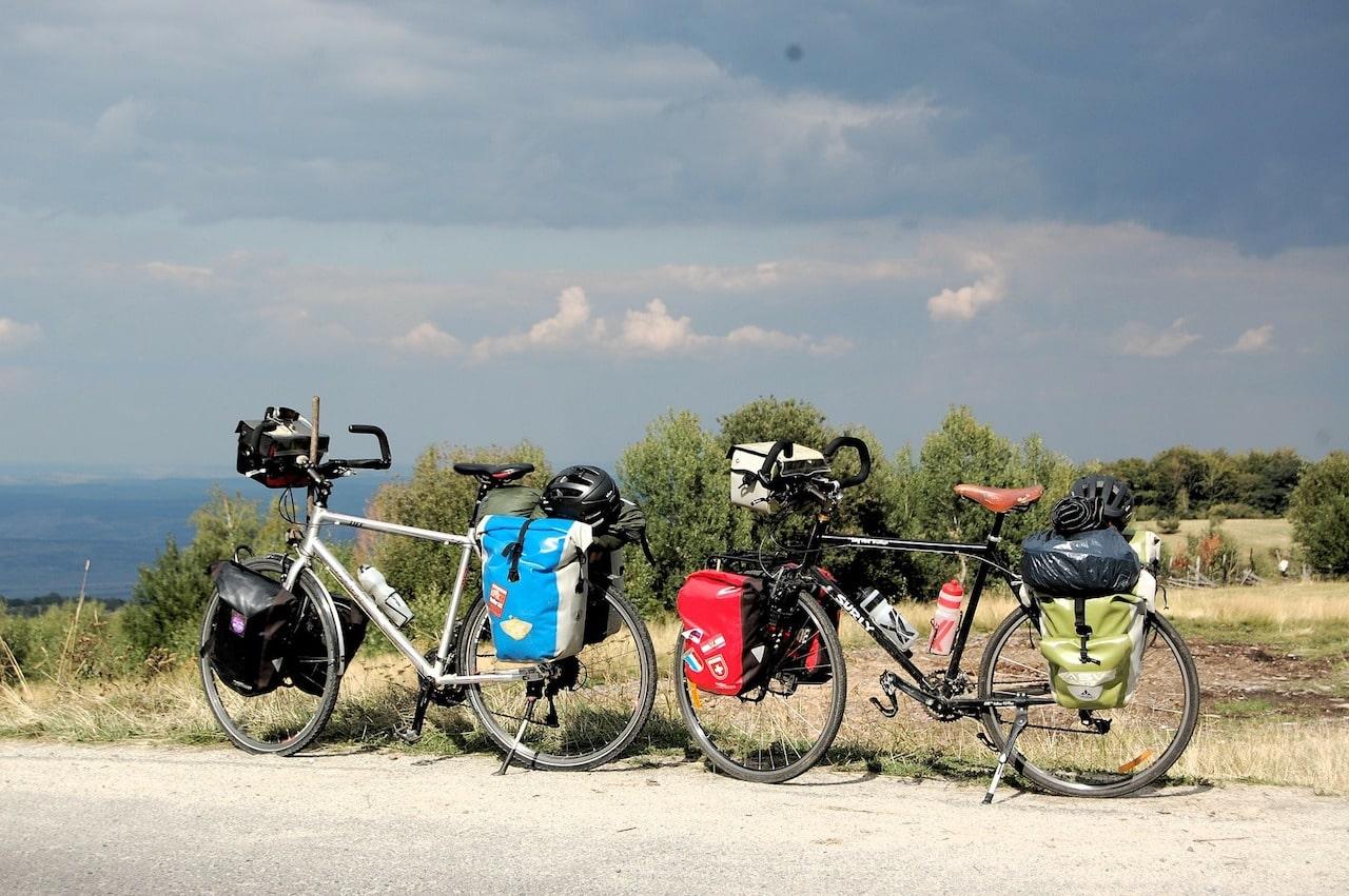 自転車とパニアバッグ