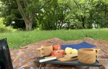 公園でリンゴ