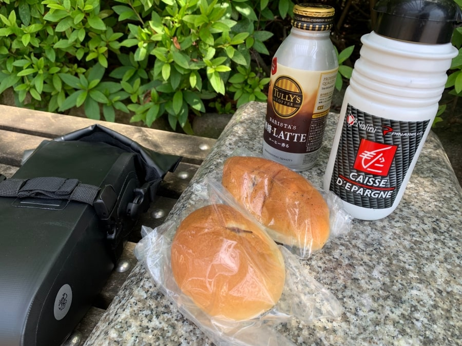 昼食 パン カフェオレ サドルバッグ