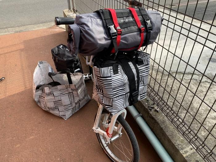 折り畳み自転車 キャンプ 荷物