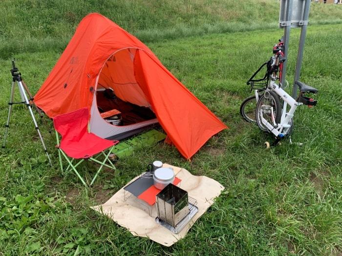 河川敷 デイキャンプ テント 自転車