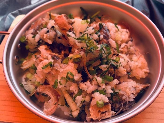 デイキャンプ 炊飯 サバ缶ご飯
