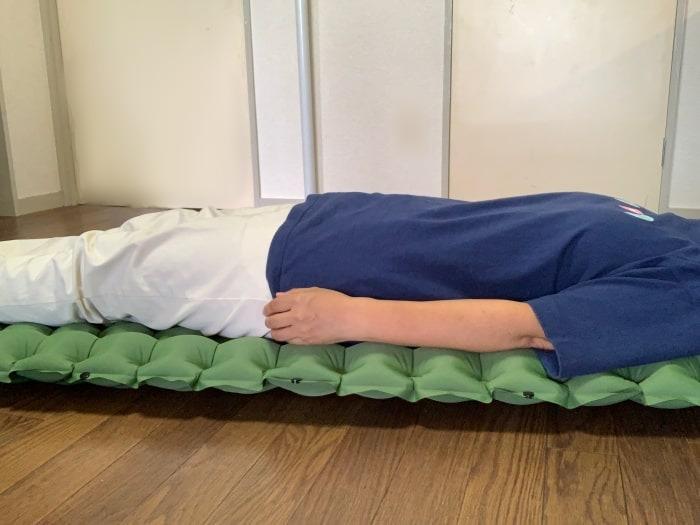 エアーマット 寝てみる